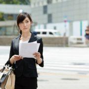 営業ツールを持っている女性